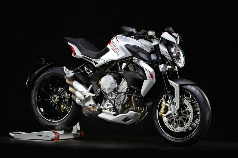 Brutale Dragster The 2016 MV Agusta Brutale 800 Dragster borrows headvily from the established Brutale 800 Platform, and differs primarily in aesthetic and purpose.